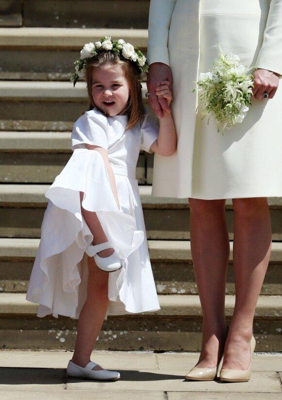 Mažoji princesė Charlotte dėl savo elgesio atsidūrė vestuvių dėmesio centre