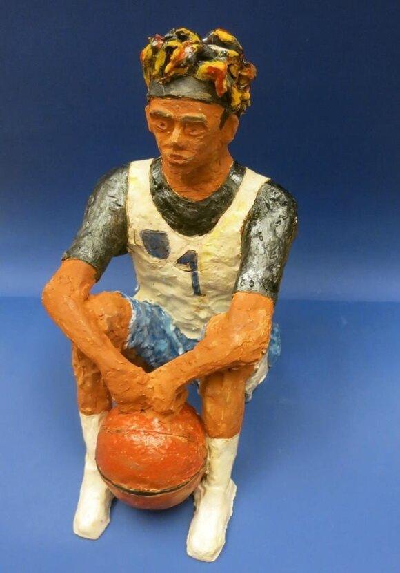 Brolių Ballų karštinė tęsiasi – keramikas sukūrė LaMello skulptūrą