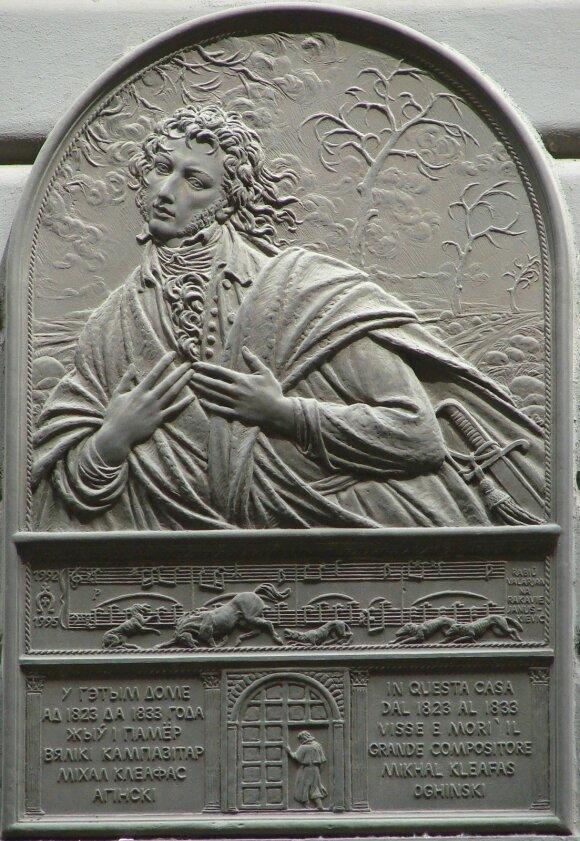 M. K. Oginskio atminimo lenta prie rūmų Florencijoje (skulpt. V. Januškievičius, Baltarusija)