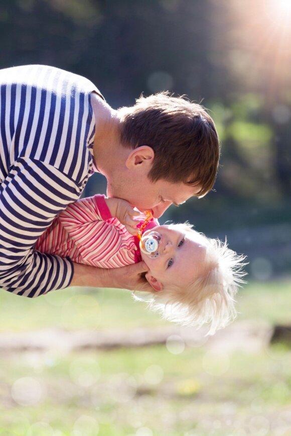 Tėčiams: paprastas būdas padaryti savo vaiką laimingą
