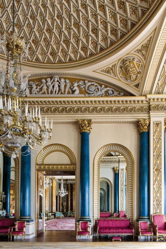 """Bakingemo rūmų interjeras (Knyga """"Buckingham Palace: The Interiors""""/Kayleigh Jankowski nuotr.)"""