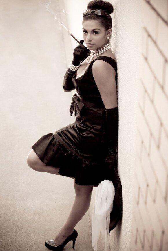 Istorija: žvilgsnis į triukšmingiuosius dvidešimtuosius, kada trumpėjo sijonai ir triumfavo Coco Chanel