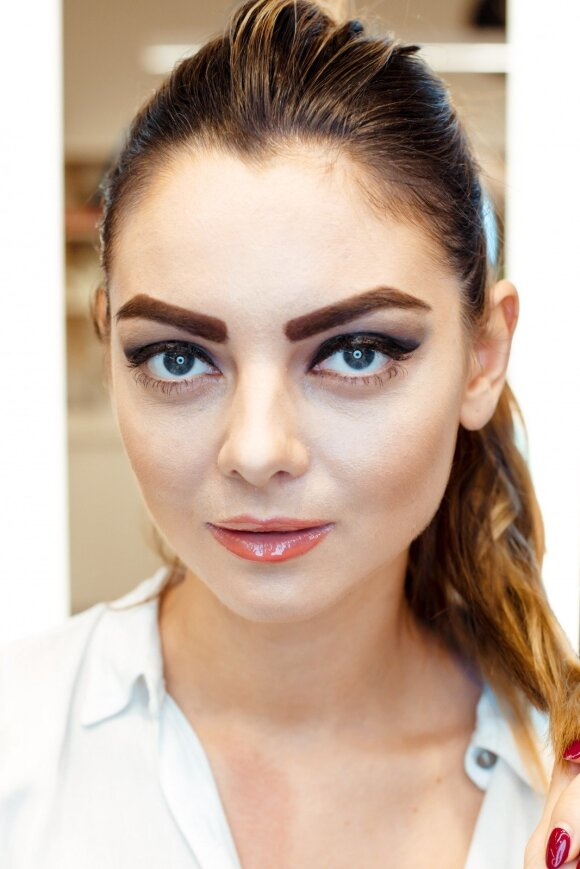 Kaip moters veidą keičia antakių ryškumas ir forma
