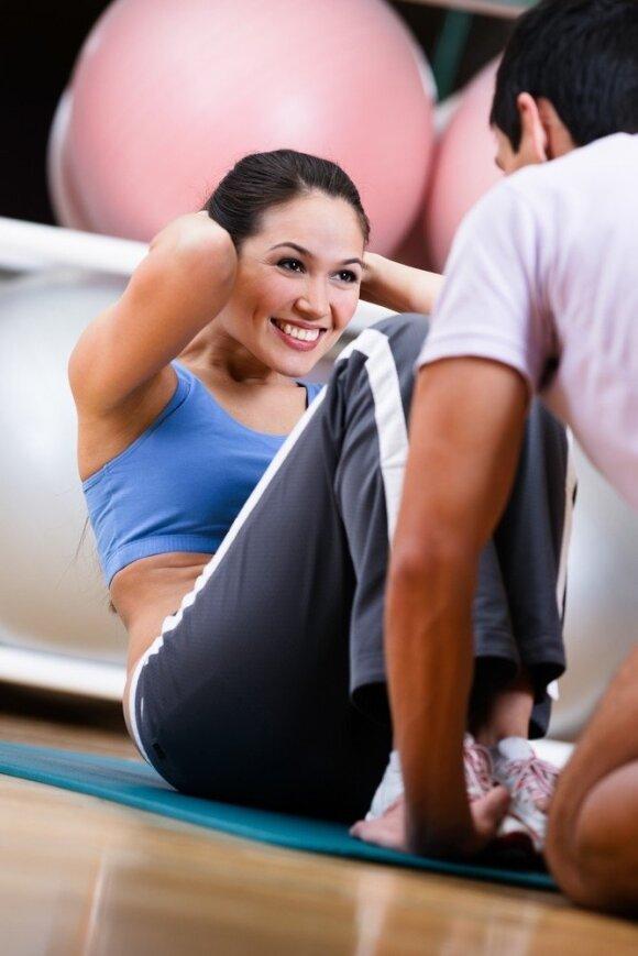Kur sportuoti geriau - lauke ar sporto salėje?