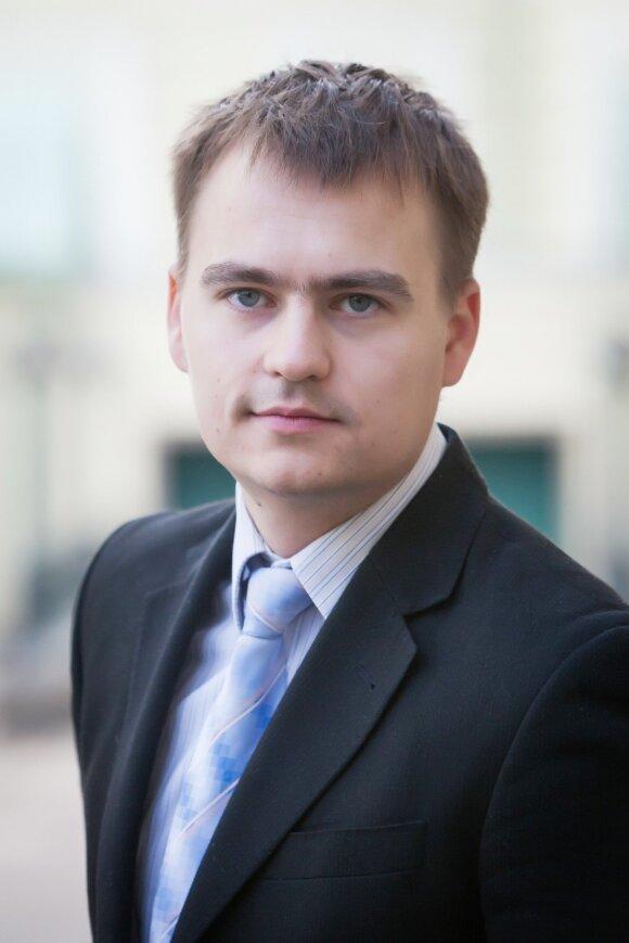 Pinigai plaukia ne tik iš emigrantų į Lietuvą: kiek išsiunčiame atgal