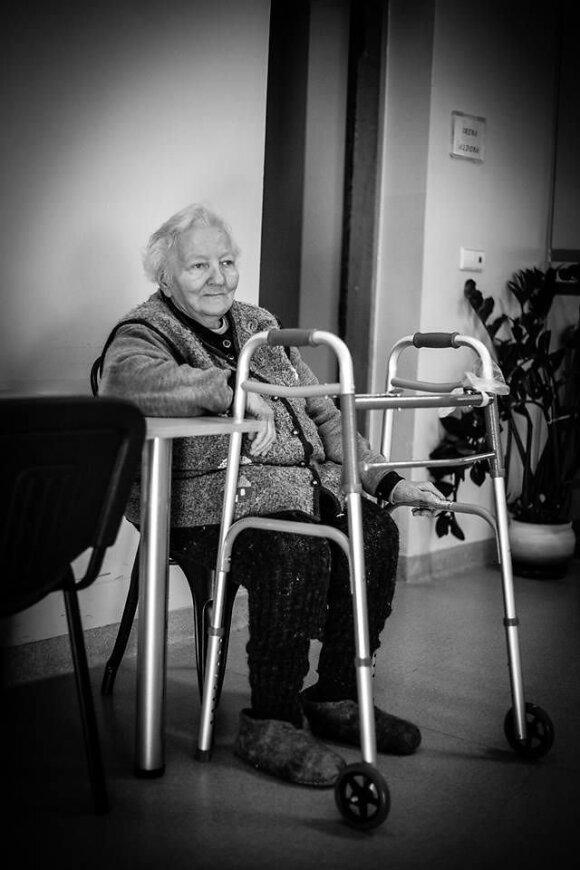 Močiutė su ratukais