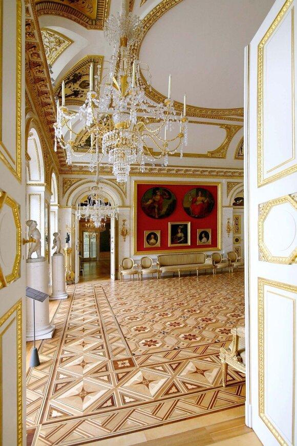 Stanislovas Augustas Poniatovskis Lazienkų maudynių paviljoną pavertė vienais gražiausių klasicizmo stiliaus rūmų