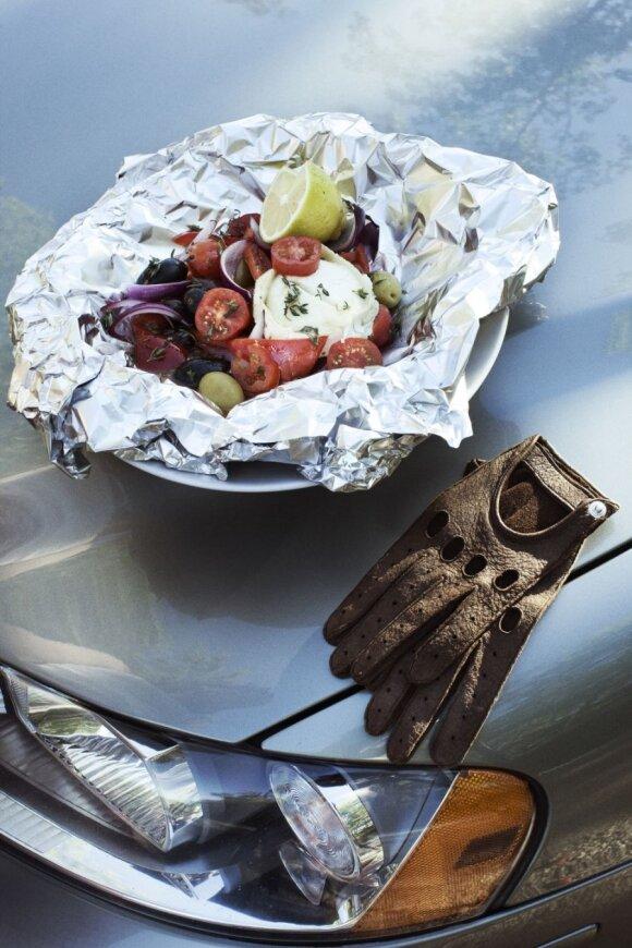 Maisto gaminimas ant automobilio variklio