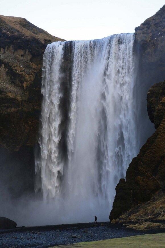 Islandijoje apstu krioklių kriokliukų. Pietinės pakrantės puošmena – Skógafossas