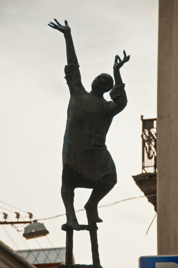 """Kalbanti skulptura """"Žibintininkas"""""""