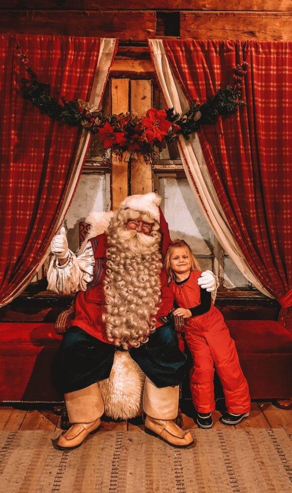 Lietuvė su dukra apsilankė pas Kalėdų Senelį Laplandijoje: pasakė, kada geriausia važiuoti ir kiek grynųjų teks išleisti
