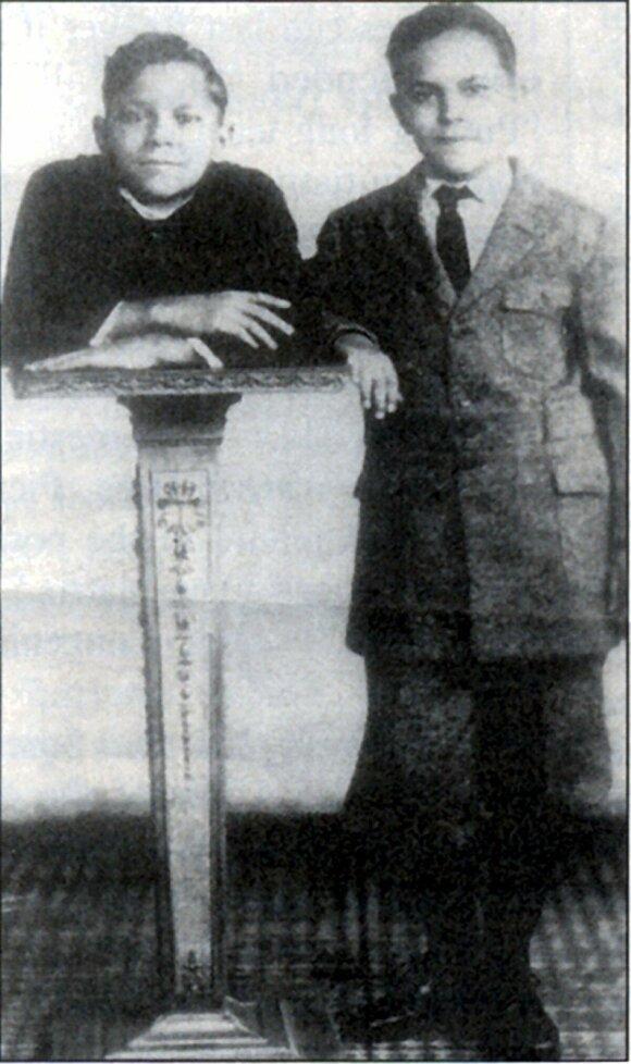 Johnny Eckas su broliu dvyniu