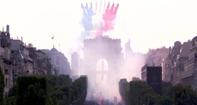"""""""Les Bleus"""" parvežė Pasaulio taurę: pasitiko pusės milijono gerbėjų jūra"""