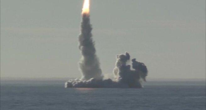 Iš Rusijos povandeninio laivo per bandymą paleistos keturios raketos