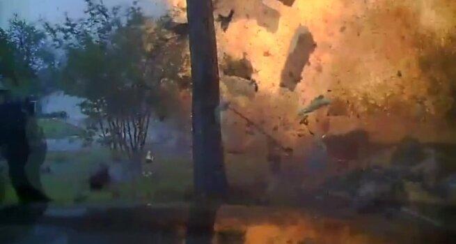 Automobiliui kliudžius dujotiekio vamzdį sprogo namas