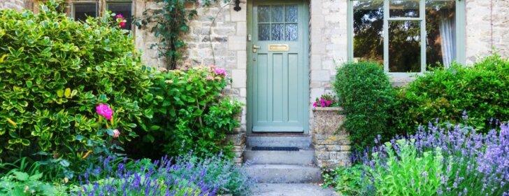 6 patarimai, kaip gražiai sutvarkyti įėjimą į namą