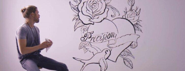 Iššūkis priimtas: tatuiruotė ant sienos