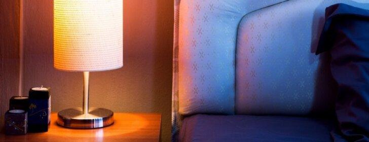 Ar galima tamsiomis spalvomis dekoruoti mažą kambarį?
