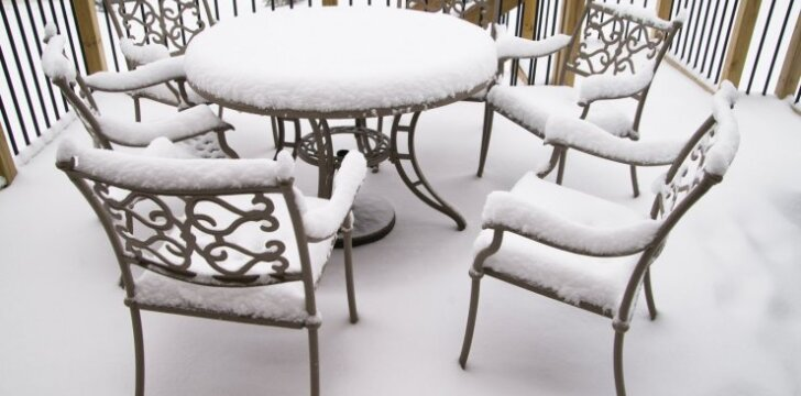 Kaip ir kada geriausia valyti terasas žiemą?
