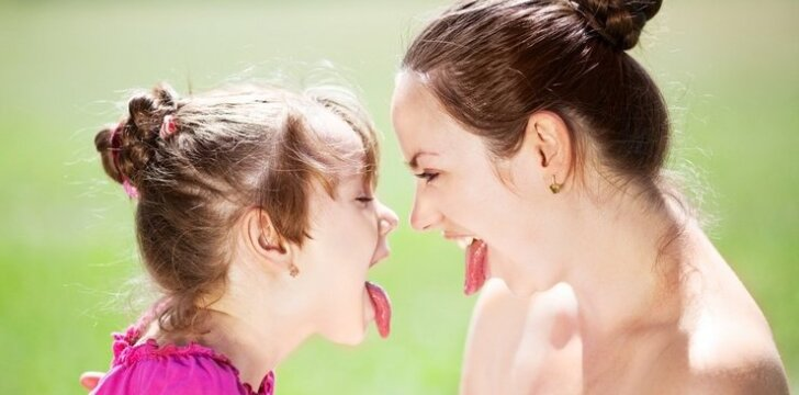 """<span style=""""color: #ff0000;"""">SKORPIONAS:</span> tėvų ir vaikų santykiai astrologės akimis"""