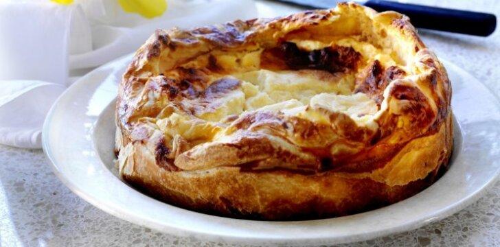 Sluoksniuotos tešlos pyragėliai su cukruotų obuolių įdaru