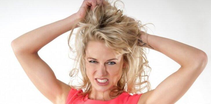 Kaip atgaivinti plaukus po peroksido?