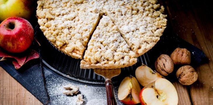 Nekeptas obuolių pyragas