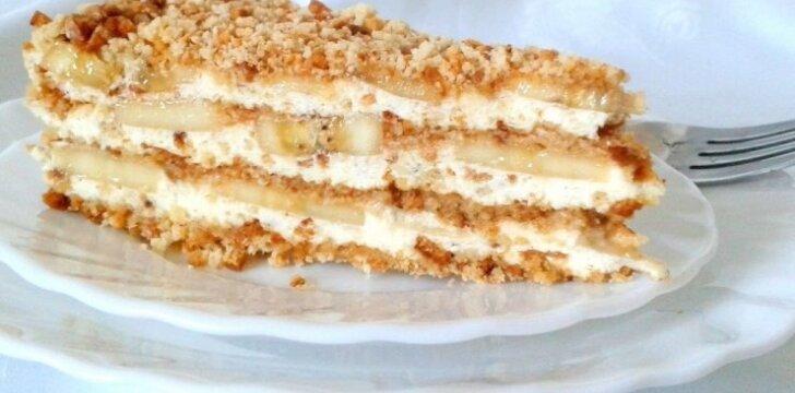 Gaivus nekeptas meduolių tortas su bananais