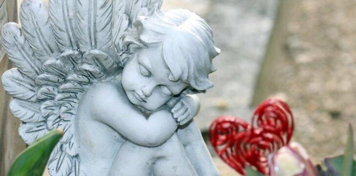 Kodėl mirusiuosius mylime labiau nei gyvuosius