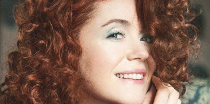 Dainininkė E. Jennings: Jį naudoju viskam – kūnui, plaukams, maistui ir net dantims, poveikis būna nuostabus!