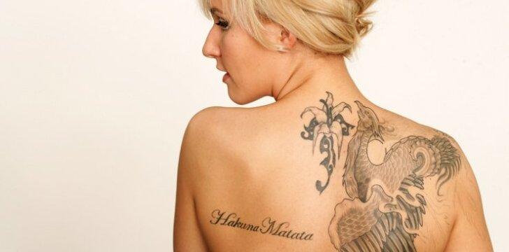 """Kaip <span style=""""color: #c00000;"""">tatuiruotė</span> veikia žmogaus gyvenimą?"""