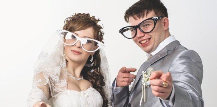"""Juokas pro ašaras: vulgarūs <span style=""""color: #ff0000;"""">žaidimai per vestuves</span>, kurių geriau nekartokite VIDEO"""
