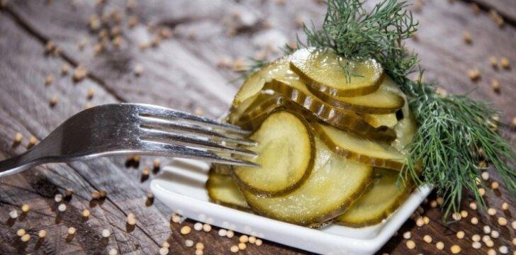 Aštrūs saldžiarūgščiai marinuoti agurkai su garstyčiomis