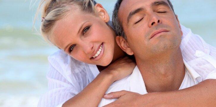 8 patarimai toms, kurias traukia vyresni vyrai