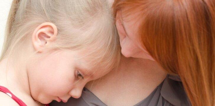 Kaip padėti vaikui susitaikyti su tėvų skyrybomis, mirtimi ar kitomis netektimis