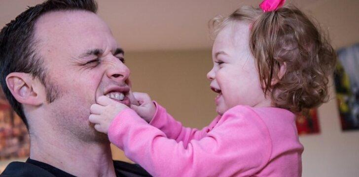 Kaip užauginti laimingą vaiką: 10 dalykų, kuriuos tėvai turi sakyti kasdien