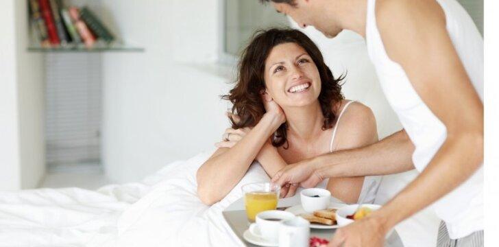 Jaunesnis vyras - romantiškesnis ir atidesnis partneris, mokės ir netingės palepinti moterį.