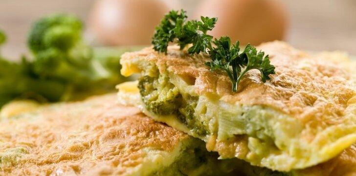 Kiaušinienė su brokoliais ir sūriu