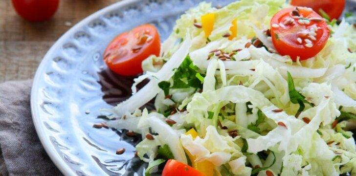 Lieknėjantiems: pomidorų ir paprikų salotos su tofu sūriu