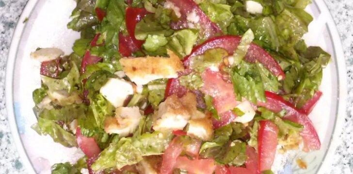 Salotos su vištiena ir mocarella sūriu