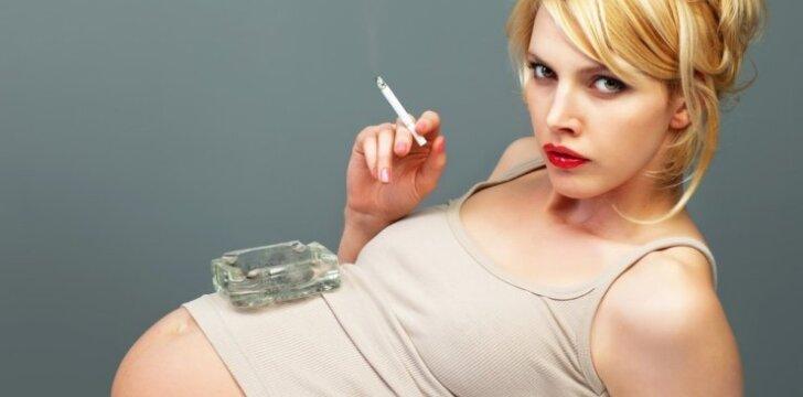 """<span style=""""color: #ff0000;"""">Šokiruoja:</span> nėščioji geria ir rūko tik todėl, kad laukiasi berniuko"""