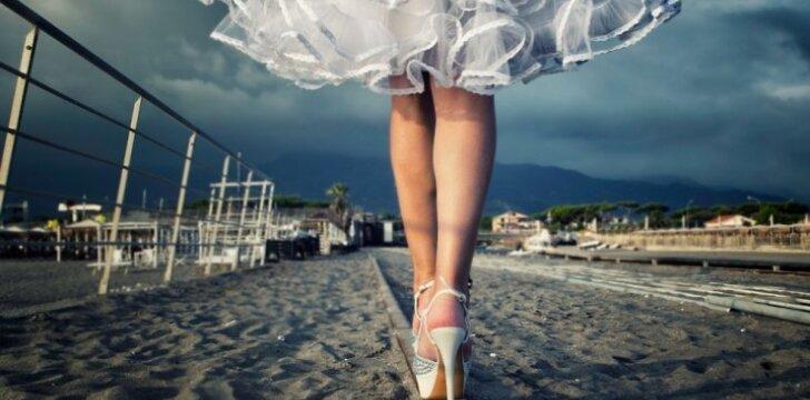 """Nuotakos dilema: ilga ar trumpa vestuvinė suknelė? <span style=""""color: #ff0000;""""><sup><em>dizainerio E. Rainio komentaras</em></sup></span>"""