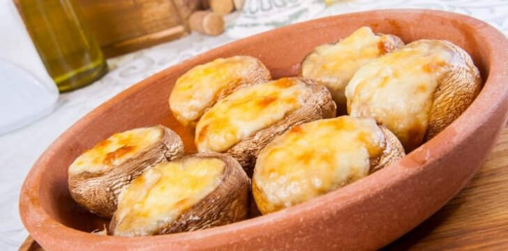 Kepti pievagrybiai su sūriu