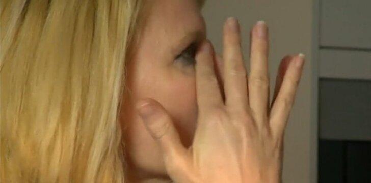 Nuo gimimo kurčia buvusi moteris džiaugiasi po 39 metų tylos išgirstais garsais