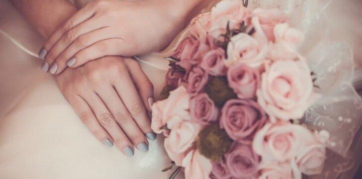 """<font style=""""color: #111111;""""><span style=""""color: #ff0000;"""">Mergina, kuri ištekėjo už savęs</span>: """"Mano šeima šiam žingsniui pritarė!""""</font>"""