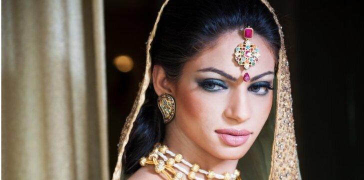 """Indijos moterų gyvenimas: <span style=""""color: #c00000;"""">vyrai tik geroms mergaitėms</span>"""