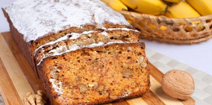 Bananinė duona su riešutais