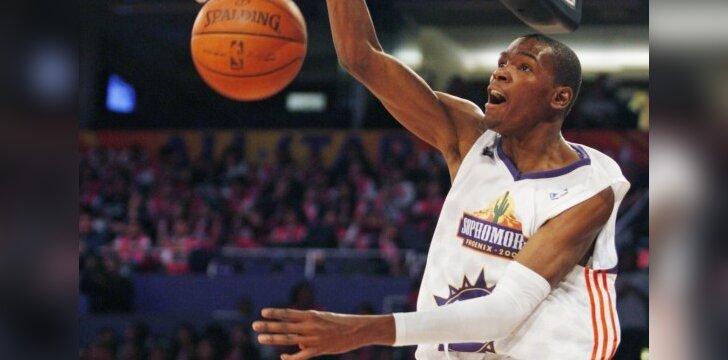 """Pernai K.Durantas žaidė NBA """"Visų žvaigždžių"""" savaitgalio antramečių komandoje"""