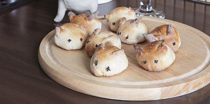 Simpatiški Velykų kiškučiai nemokantiems kepti pyragų