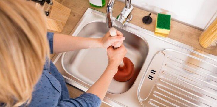 5 patarimai, kaip itin paprastai atkimšti užsikimšusią kriauklę